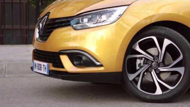 DYNAMIC FEATURES : REAR VIEW CAMERA & EASY PARK ASSIST
